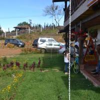 Hotel Pictures: Primavera Hostal, Santa Elena
