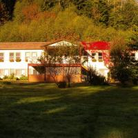 Hotel Pictures: Mt. H'Kusam View Lodge, Sayward