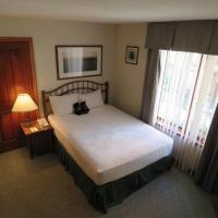 Hotel Pictures: Hearthstone Lodge Village Center Apartment HS304, Sun Peaks