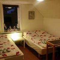 Hotel Pictures: Rundvejen Apartment with private garden, Aalborg