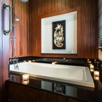 Grand Deluxe with Bathtub