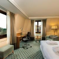 Queen Executive Room with Riverview