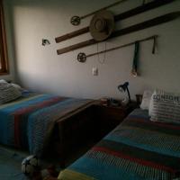 Hotel Pictures: Casa emplazada en viñedo, Pirque