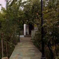 Hotel Pictures: The Pine Tree Village House, Spilia