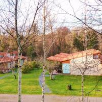 Hotel Pictures: Bungalow Camping Los Manzanos, Santa Cruz de Oleiros