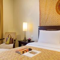 Deluxe Legacy Room with One King or Two Single Beds (3 Adults)