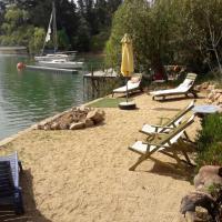 Hotel Pictures: Cabaña de Adobe en Lago Rapel, Lago Rapel