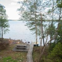 Three-Bedroom Holiday Home with Lake View