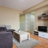 Luxury One Bedroom - Street - Mother Teresa 2