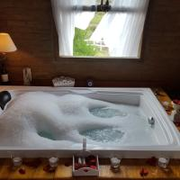 Deluxe Chalet with Hot Tube 4