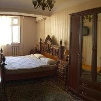 Hotel Pictures: Apartment in city center, Baku