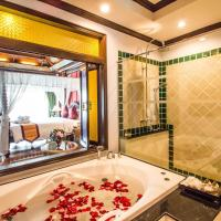 Luxury King Bed with Spa Bath & Private Balcony