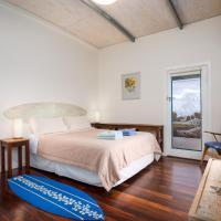 Hotel Pictures: Blueseas beachhouse, DEstrees Bay