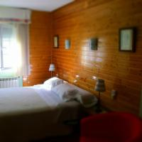 Hotel Pictures: Hostal Martin, Ribadelago