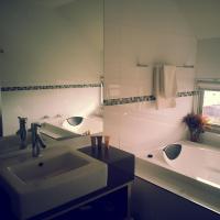 Luxury Two-Bedroom Apartment 6