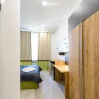 Modern Street View Studio Apartment with Shower on Khreschatyk 23