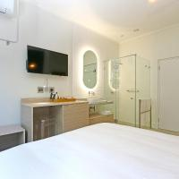 Double Room with Street View - 8