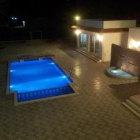 Hotel Pictures: The Pearl Farm Chalet, Barka