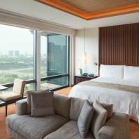 Grand Premier King Room with Park View