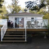 Hotel Pictures: Lakefront Cottage in Manitou Beach by Prowess, Manitou Beach