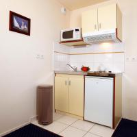 Large Triple Studio - 1 Double Bed and 1 Single bed