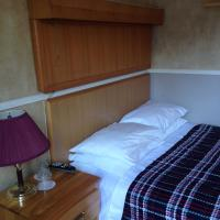 Basic Room with Double Bed and Shared Bathroom