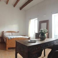 Hotel Pictures: Maison Des Artistes, Mahón