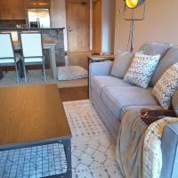 Canmore Rustic Luxury 2 Bedroom Condo