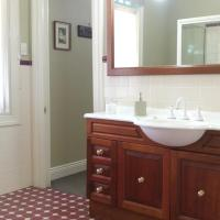 Tomah Queen Room with Balcony and Spa Bath