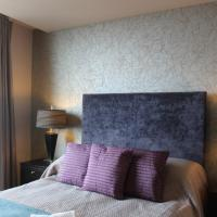2-Bedroom Apartment in Admiralty Tower (No. 44)
