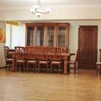 Hotellbilder: Apartment at Nurmakova 81, Almaty