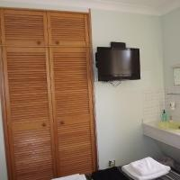 Single / Small Double Room (2 Adults)