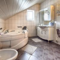 Two-Bedroom Apartment with Spa Bath