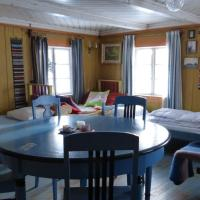 Cottage with Shared Bathroom (5 Adults)