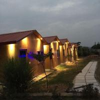 Foto Hotel: The Rustic Pines, Udaipur