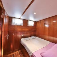 Five-Cabin Boat