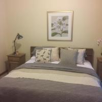 Foto Hotel: Helen's Luxury Hut, Enfield