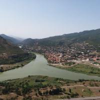 Hotellikuvia: Guesthouse Caravan Tours, Karsani