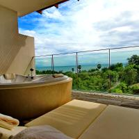 Queen Room with Hot Tub and Garden View