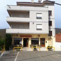 Hotel Pictures: Hostal El Cruce, Cistierna