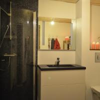 Foto Hotel: Jon's Apartment, Miðvágur