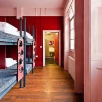 Bed in 8-Bed Mixed Dormitory Room with Private Bathroom
