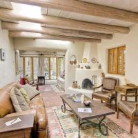 Hotel Pictures: Canyon Road Cassidy Compound Three-bedroom Holiday Home, Santa Fe