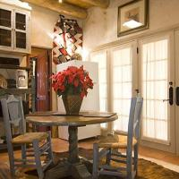 Hotel Pictures: Cowboy Song One-bedroom Holiday Home, Santa Fe