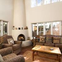 Hotel Pictures: Alameda Loft Two-bedroom Condo, Santa Fe