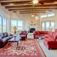 Hotelbilleder: Dorthia Garden Retreat & Views Five-bedroom Holiday Home, Santa Fe
