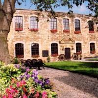 Hotel Pictures: Chateau De Latour, Latour