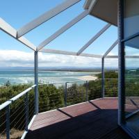 Zdjęcia hotelu: Waterline Holiday Home, Coles Bay