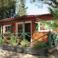 Фотографии отеля: Chalet Camping Vilanova Park 3, Castellet