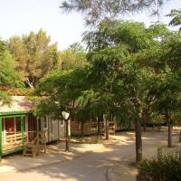 Фотографии отеля: Chalet Camping Vilanova Park 1, Castellet